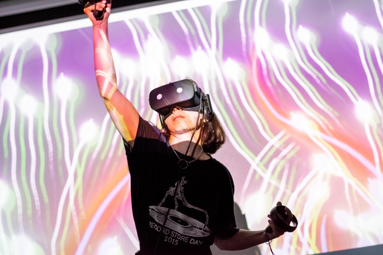 (Українська) У Києві пройде фестиваль FRONTIER – поринути у мистецтво через віртуальну реальність