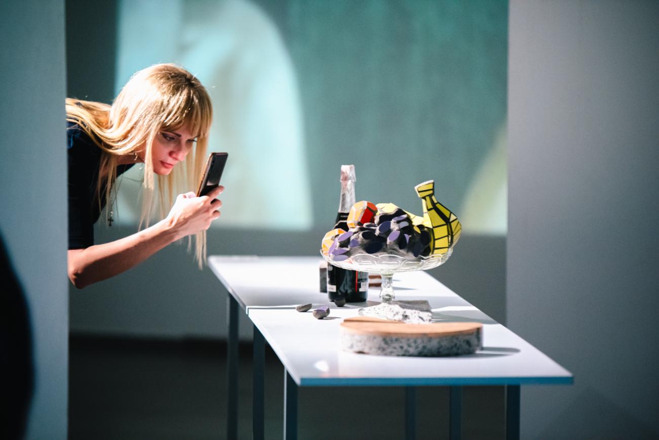Від живопису до відео-арту: у галереї М17 представили роботи 50-ти майстрів України – Факти ICTV